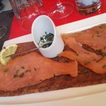 Les Oubliettes - Galette saumon sauce ciboulette